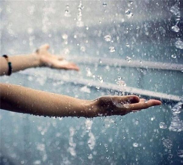 Дождь и система трубопроводов ПВХ